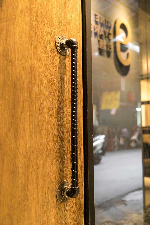 鋼筋工業造型門把特寫