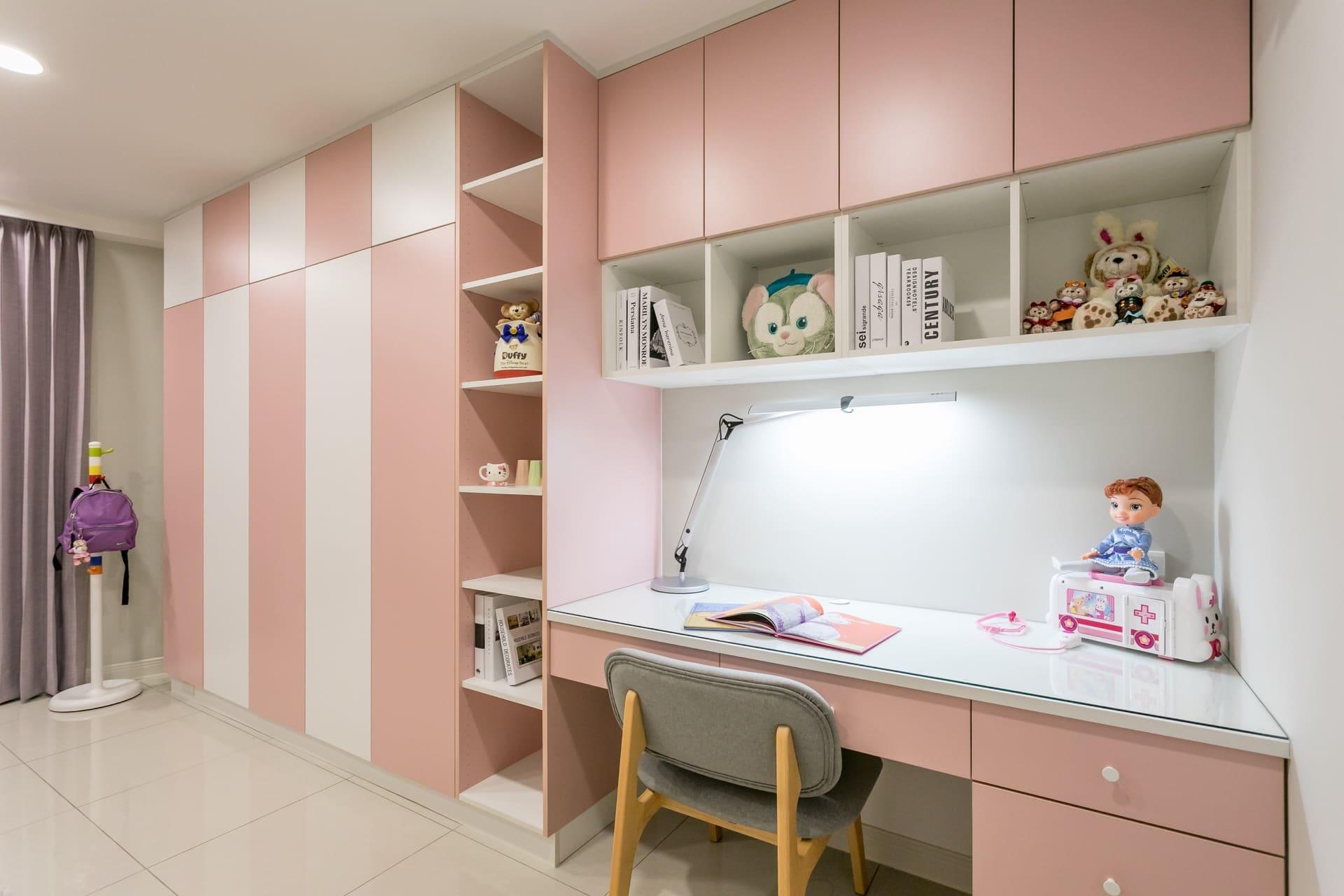 粉色系的女孩房間