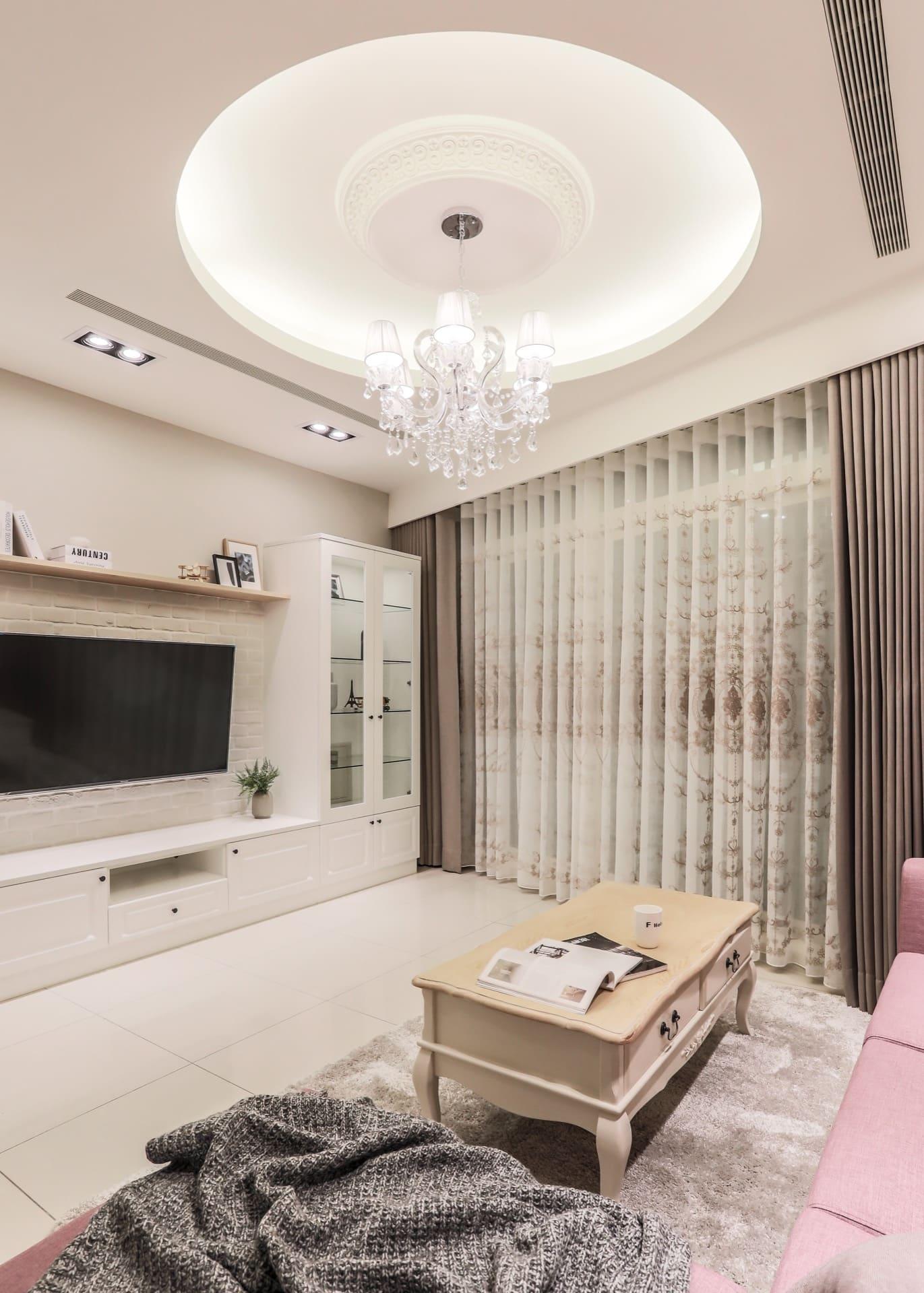 客廳採用進口 LED 水晶吊燈