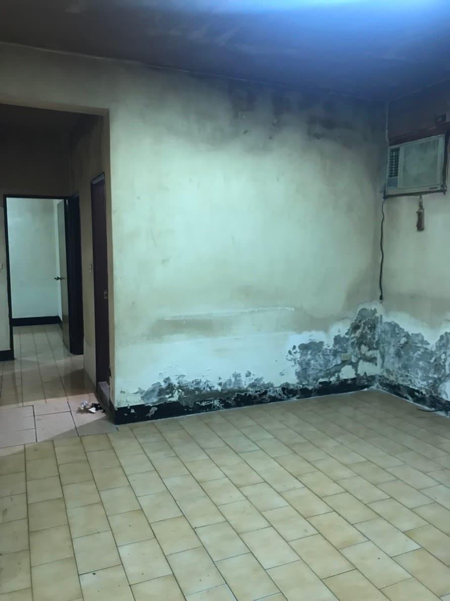 原本客廳的樣貌,壁癌嚴重