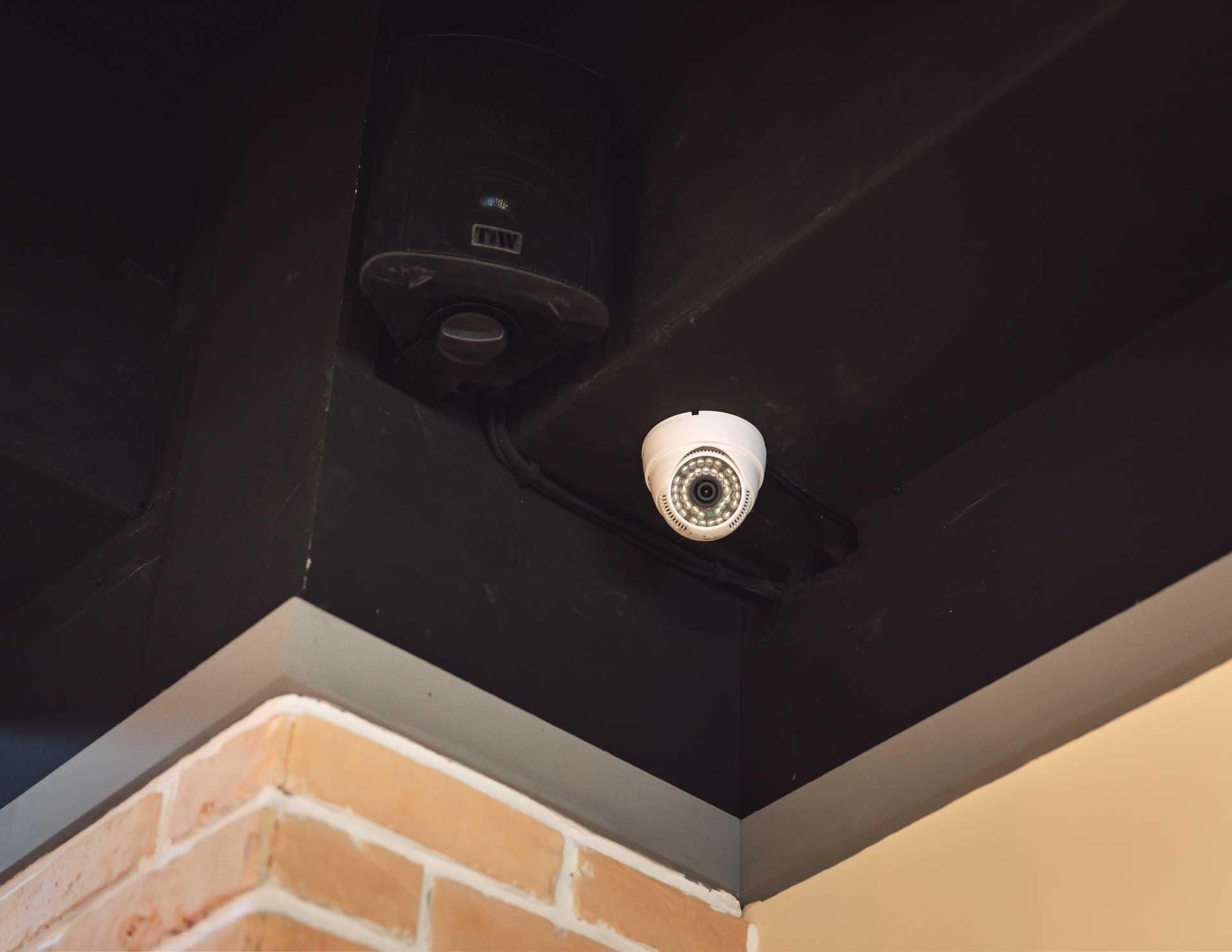 店內採用的紅外線監視器,具備夜視功能