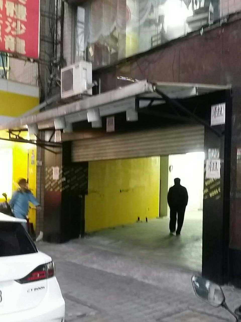 焦糖公園施工前的門面樣貌,狹小像個洞穴入口