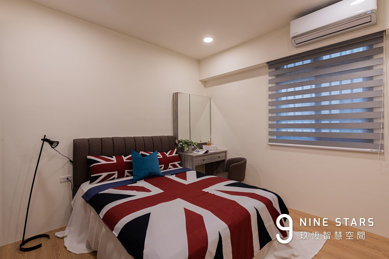 改造後的主臥室,窗戶採用調光簾