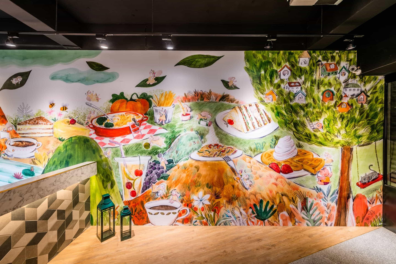 由插畫家李憶婷(Yiting Lee)根據所有餐點內容所繪製的巨幅牆面插畫