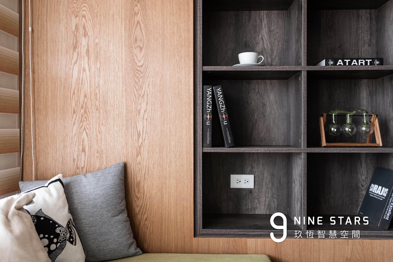 展示櫃採用黑橡木系統板材