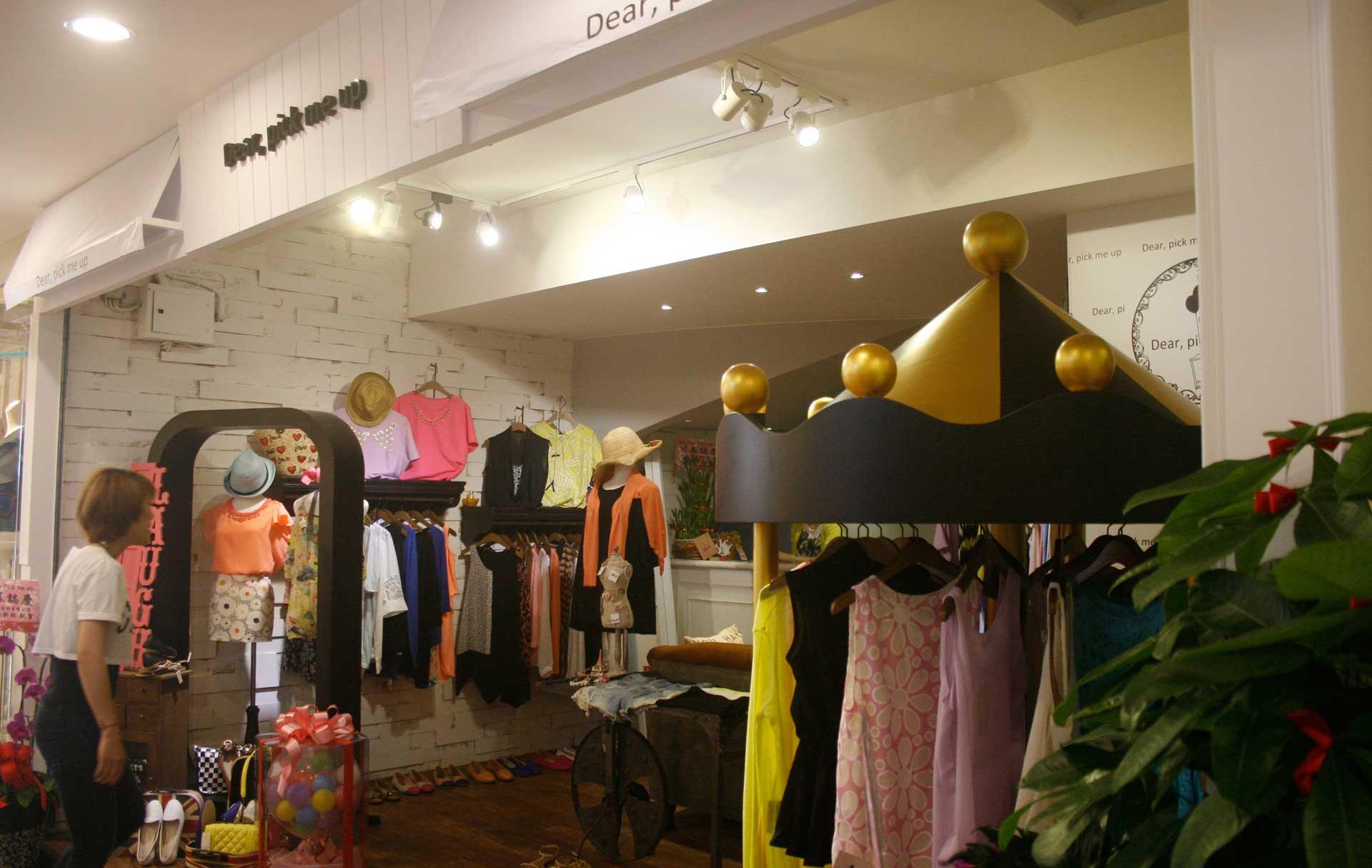女裝服飾店面:Dear, pick me up – 復古工業風室內設計裝潢案例